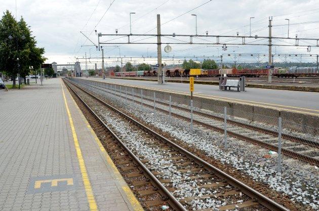 HAMAR: Skal dette stasjonsområdet utvikles eller avvikles. Hamars folkevalgte kan om få dager lage hinderløype.
