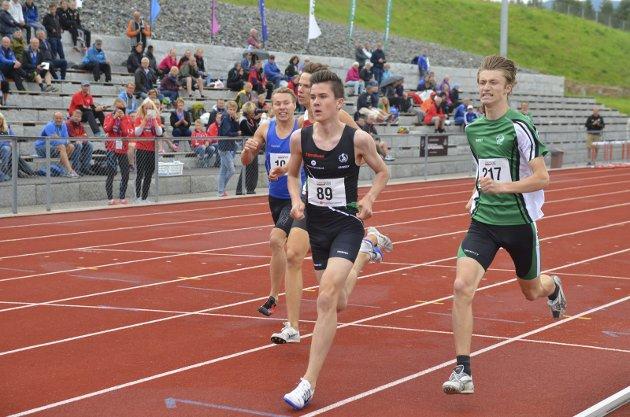 TIL FINALE: Jakob Ingebrigtsen (89) vinner sitt forsøksheat på 800 meter og kvalifiserer seg til finalen.