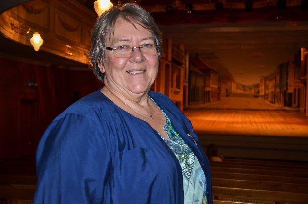 Inger Nybøle Annerud er scenemester i Fredrikshalds teater. Hun hadde bakt historisk bakst fra 1800-tallet som ble solgt i løpet av dagen.