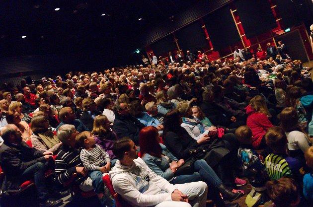 Do Re Mi Barnehage i Halden fylte Brygga Kultursal da det var klart for årets sommershow.