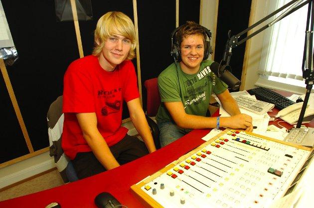 «MAFIABRØDRE»: Henrik Næss Diesen (t.v.) og Marius Rekstad er klassekamerater. De lager Radio Primes nye musikkprogram «Mafiabrødre». Foto: Anders Johansson