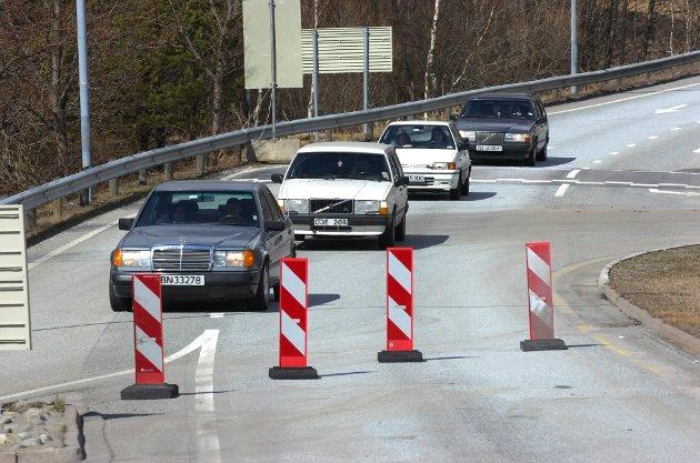 Et eksempel: – Mange som kommer kjørende sørfra over grensen ved Svinesund vil raskt måtte forholde seg til nettopp omkjøringer, skriver Tom Skjeklesæther i dagens Signert. Arkivfoto: Tom R. Andreassen