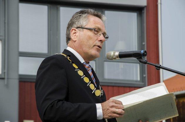 FOR ALLE: Thor Edquists ordførerkjede forplikter han til å være hele byens ordfører. Arkivfoto: HA