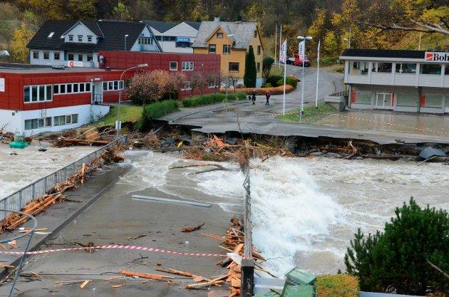 TILTAK: Skal vi unngå at flere sambygdinger mister sine hjem i direktesendte flomkatastrofer på TV, må vi akseptere drastiske tiltak, skriver Jarle Skogheim.