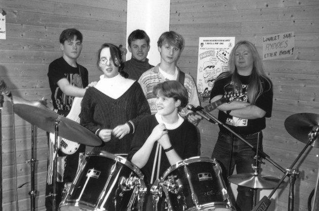 Rockeverksted 1993: Hot Pepper: Dagfinn Damsgaard, Einar Carlson Berg jr., Knus S. Rongve, Herdis Moldøen, Gro T. Kollbotn. Veileder Terje Hultstrand t.h.