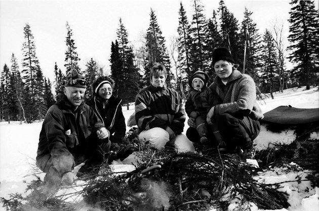 Et bilde fra påsken 1994. Torstein Kroken, Gerd Kroken, Anne Cathrine Kroken, Karoline Bekkevold og Einar Bekkevold var ute på tur.