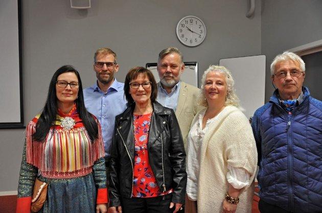 UENIGHET I STYRET: Line Kalak (til venstre), Mathis Nilsen Eira (til til høyre) og Máret Guhttor (nummer to, foran fra venstre), har forfattet et brev der de sier at de ikke ønsker seg Bente Haug (nummer to fra høyre) som nestleder. Dette bildet er fra styremøtet i Finnmarkseiendommen høsten 2019. På bildet ser vi også John Erik Pedersen, som i dag er vara til Bente Haug. Jo Inge Hesjevik er fremdeles i styret.