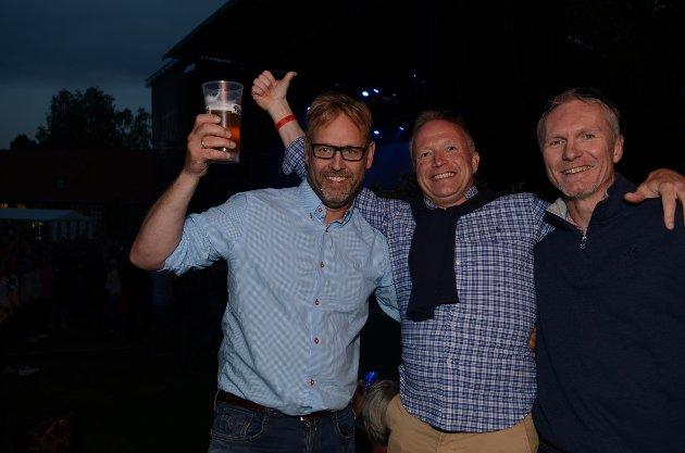 SKÅL: (f.v.) Glenn Jacobsen, Ronny Engebretsen og Hans H. Hageberg har en toppers kveld.