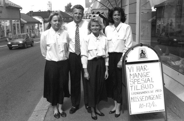 NAF Reisebyrå i Kongensgate i Moss sentrum, juni 1993. Fra v.: Hege Hagstrøm, John Bjarne Pettersen, Hilde Sandtangen og Hilde Antonsen.
