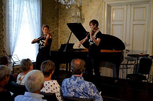 DRIVHUSBLOMMER: Konserten på Gaarser gård hadde fått navnet Drivhusblommer og bød på musikk av høy kvalitet i et intimt og varmt lokale. (Foto: Bjørn-Frode Løvlund)