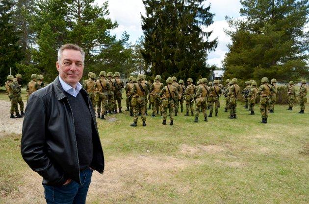 KLAR: Terningmoen blir stedet for Hærens rekruttskole slår forsvarsminister Frank Bakke-Jensen (H) fast.