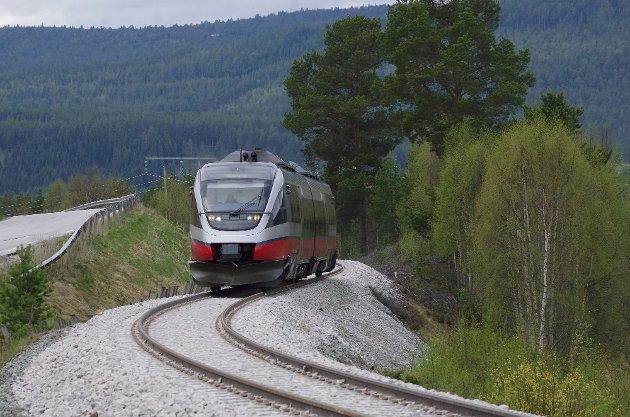 STIVE PRISER: Det koster over 3.000 kroner for en familie på fire å dra tur-retur Tynset-Hamar.