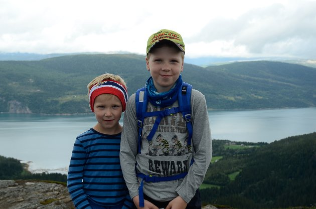 Lyder Sagmo Ottermo (5) og Leon Sagmo Ottermo (8) var to av de 38 som gikk opp på Ramnfloget