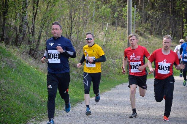 Evrys Robert Bjørknes først i et knippe med løpere.