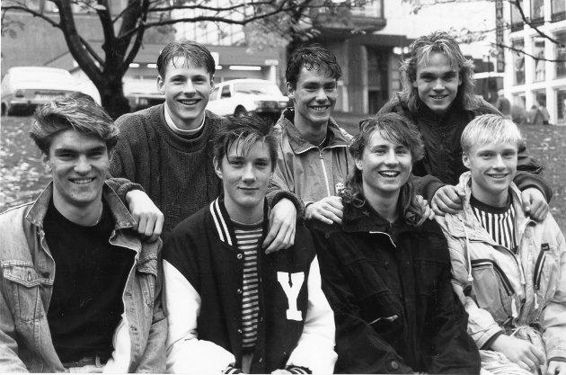 Juniorene i Rana-fotballen tar initsiativ til å samarbeide på tvers av klubbgrensene. De vi danne en eliteklubb. Foran fra venstre: Erlend Paulsen, Gruben IL, Frode Fagermo, B&Y IL, Svein Erik Valla, Mo IL, Espen Hagh, Mo IL. Bak fra venstre: Tommy Bergersen, B&Y IL, Geir Benden, IL Stålkam og Gøran Thomassen, B&Y IL. 11. oktober 1990.