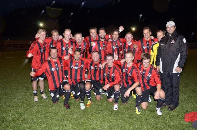 Åga IL kunne feire opprykk fra 6. divisjon i høstmørket på Hauknes stadion i 2013. Laget har mange kjente fjes for de som har fulgt med i lokalfotballen i 2. og 3. divisjon de siste 15-20 årene.