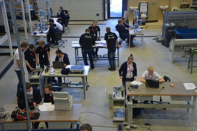 Skole-NM 2018 arrangeres denne gangen i fylkene Hedmark, Trøndelag, Telemark og Oppland. På Ringsaker videregående skole er automasjon, kulde- og varmeteknikk, elektriker og salgsfaget i aksjon.