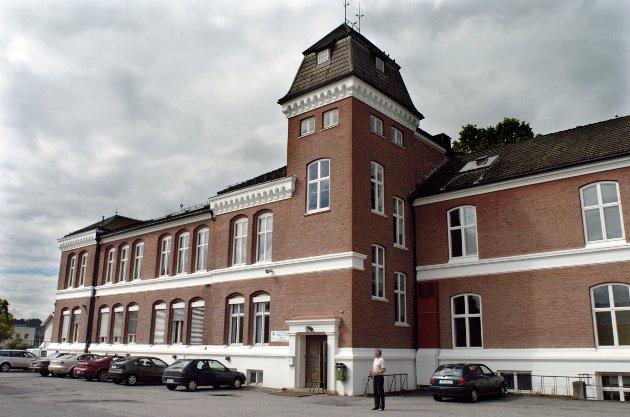 Høyre ønsker å oppgradere Ringerike videregående skole, mens Ap med flere ønsker å bygge ny skole.