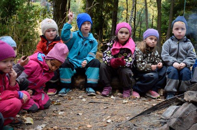LÆRING: - Hole KrF vil sikre et godt barnehagetilbud med tilstrekkelig voksentetthet, sier Hege Irene Fossum (KrF). Dette bildet er fra en språkdag for alle femåringer i Holes barnehager.