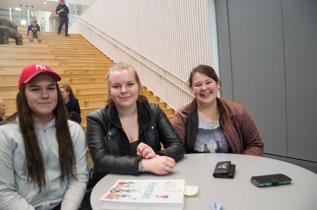 Susanne Sørnskog, Marthine Victoria Lien og Elise Hømanberg Åsli stemte alle ved skolevalget.