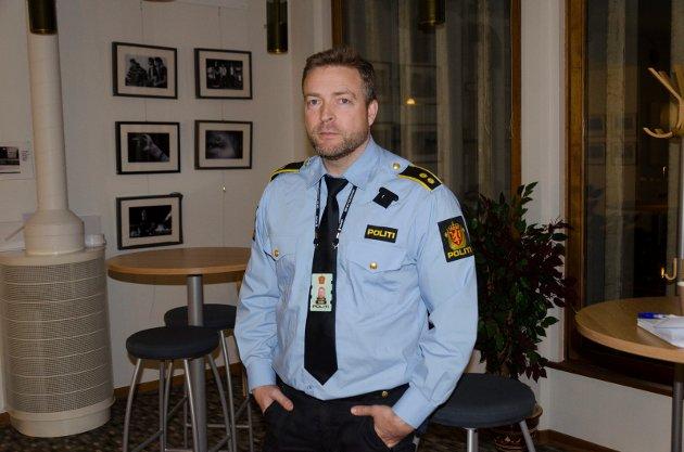 UTELIVSDOP: Politimann Tommy Lafton beskriver en situasjon hvor det flyter av dop ute på byen i Hønefoss.