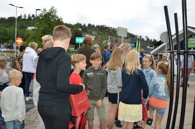 Både vosken og barn deltok i mannekengoppvisningen i Sætrealleen
