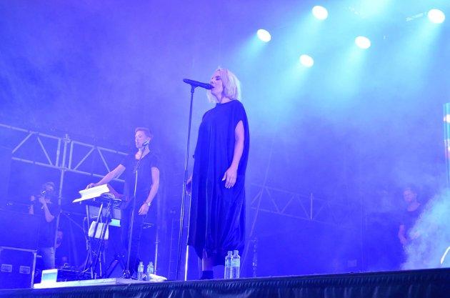 """Ina Wroldsen på Fjordfesten i Sandefjord. Hun startet med """"Sea""""."""