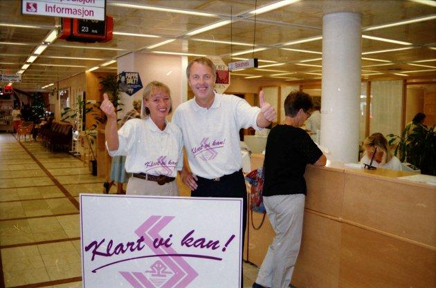 23. august 1994:  Sandefjordbanken.  En god lokal bank kan bli enda bedre sier fra venstre kasserer Karen Platou Johannessen og ekspedisjonsleder Øyvind Ludvigsen.