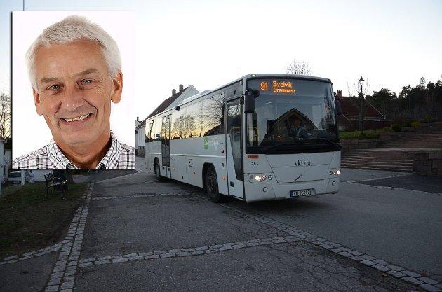 MÅ PÅ BANEN: Inge Høyen (Sp) krever at busselskapene snarest kommer på banen for å sikre et helhetlig busstilbud for Svelvik-elevene.