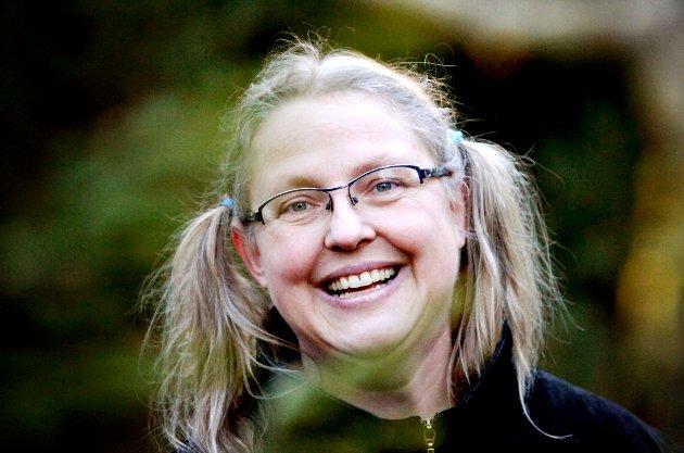 FULL POTT: Det er ikke første gang Tønsbergs Blads litteraturanmelder gir forfatter Gro Dahles bøker terningkast seks.