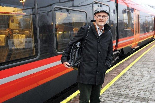 Lars Egeland og SV vil ha full fart på jernbaneutbygginga.