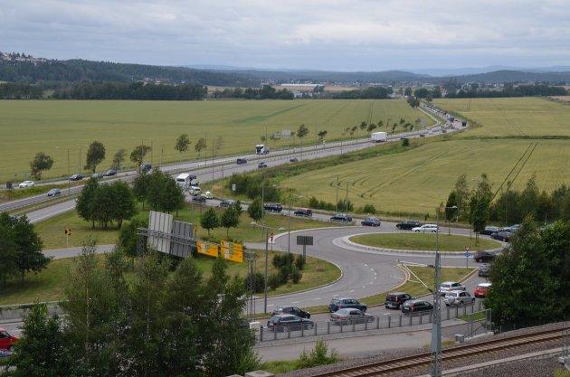 SCHELLE: For oss lokalkjente er feil uttale av stedsnavn en kilde kun til ergrelse, men for de mange nye landsmenn som er flittige brukere av bussen, er det en direkte kilde til feiluttale, skriver Ingeborg Åstrali.