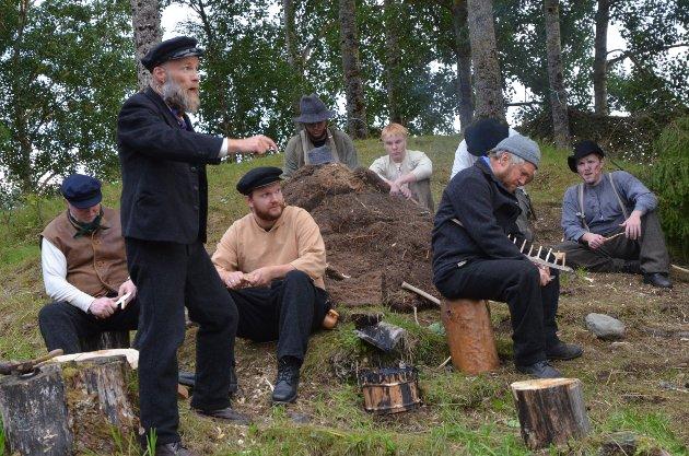 MOT OVERMAKTA: Abraham Fjelli ( Ove Andreas Gjermstad) tar opp kampen mot den lokale eliten, skoginspektør Nicolay Martens.