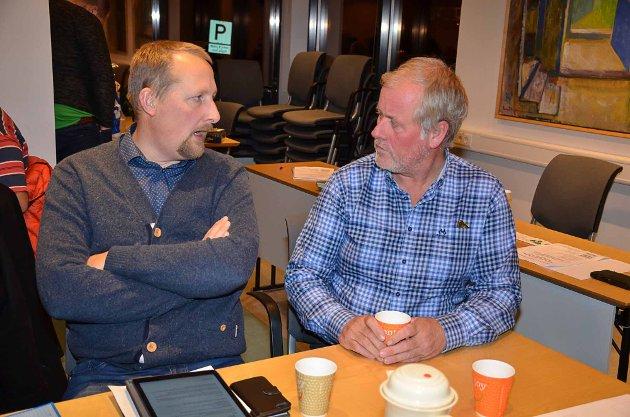 Morten Foss i prat med fylkesformann Oddbjørn Kylland.