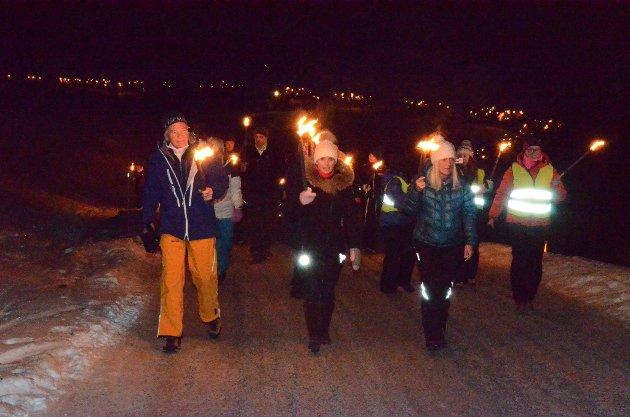 For 17. gang ble det tent en varde øverst i Valdres Alpinsenter, ved Aurdal Fjellpark nyttårsaften. Flere hundre møtte fram til fakkeltog og underholdning. Les mer i papiravisa tirsdag.