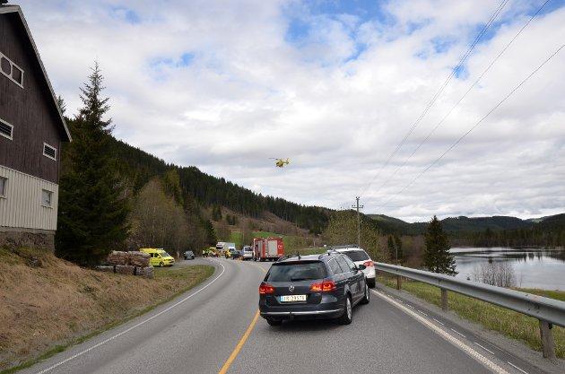 *** Local Caption *** Møteulykke ved Holdalsfoss Øddesvingen Fylkesveg 51 Sebufjorden Politiet Motorsyklist mot personbil