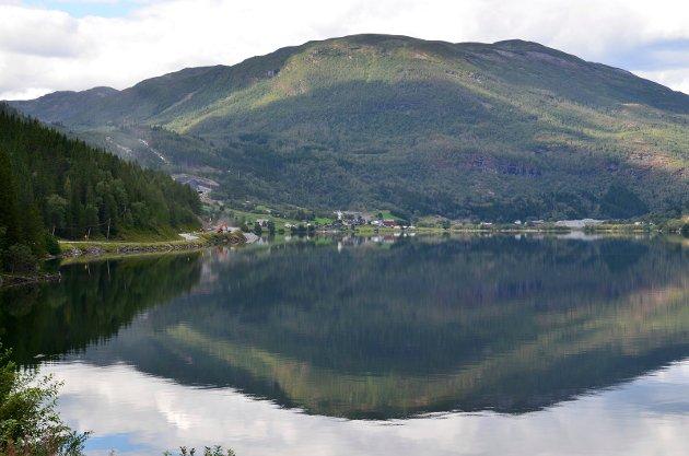 Knut Bøe har skreve eit dikt til Vang, Vangsmjøsa og fjella rundt.