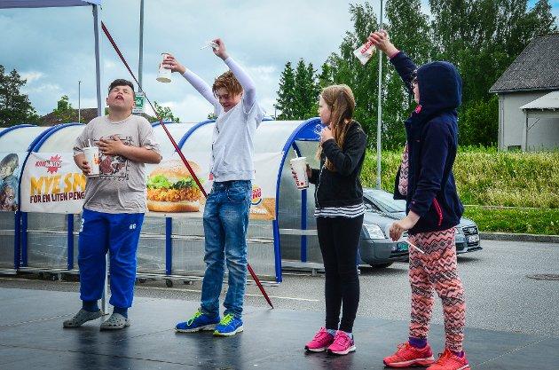Under markedsdagen til Vestby Storsenter ble det arrangert en spesiell konkurranse der det var om å gjøre å drikke opp en stor milkshake først.