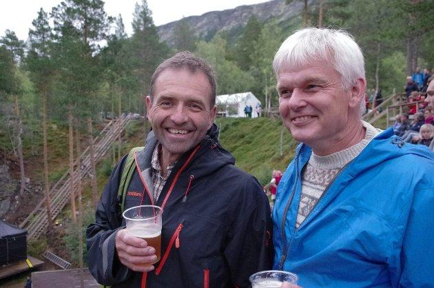 LOKALKJENTE: Tynsetbonden Ivar Bekkevoll (til venstre) sammen med søraforbonden Ola Østerud. De to har kjent hverandre en årrekke, Østerud med hytte i området, og Bekkevoll med seter på Helgesvollen i Spekedalen.