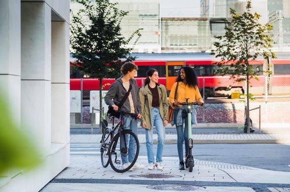 Jernbane er den mest klima- og miljøvennlige transportformen. Det vil den fortsette å være etter det grønne skiftet og i uoverskuelig fremtid, skriver Gorm Frimannslund i Bane NOR.  Foto: Øivind Haug, Bane NOR
