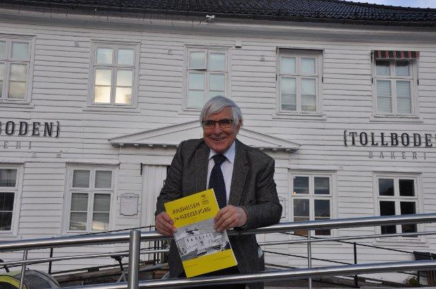 PRISVINNER: Sverre Ringard ble søndag tildelt Flekkefjord kommunes kulturpris, for arbeidet han gjør med Julehilsen fra Flekkefjord.