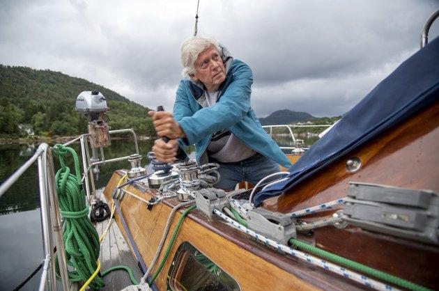 Etter å ha bodd i båten over lengre tid, kastet BA-spaltist Chris Tvedt loss for å starte årets sommerferie.                   Det gikk ikke helt uproblematisk. – Selvsagt finnes det en moral i dette også, skriver han. Foto: Eirik Hagesæter
