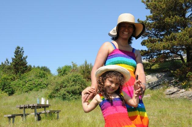 Gabriela Barcos jobber på Tastarustå skole. Her sammen med datteren Amanda Jackelin Barcos Valset (4).