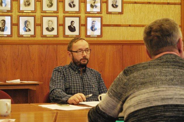 UENIG: Hovedtillitsvalgt i Fagforbundet i Nordkapp kommune, Marith Bakkevoll, er uenig med Lars Helge Jensen.