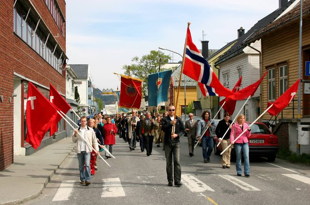 1. MAI 2004 FOLKETOGET - DEMONSTRASJONSTOGET I FLORØ