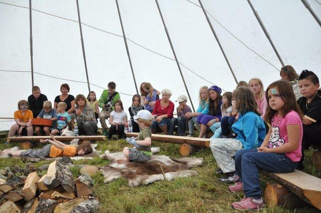 UT: Et av ønskene som går igjen når leserne svarer på vår leserundersøkelse, er ønsket om mer stoff fra distriktene rundt Narvik. Vi tar ønsket på alvor, og i dag søker vi etter flere frilansere fra hele dekningsområdet vårt. Bildet er fra Márkomeannu 2010.