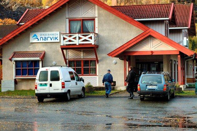 Allerede i januar arrangerte kultursjef og biblioteksjef i Narvik et møte på Stetind hotell der de la fram planer for kulturhus/bibliotek i bygget kommunen nettopp hadde fått fra Sparebanken Narvik. Med gaven fulgte også 500.000 til inventar. Men hva har skjedd siden januar? spør Magny Lunn Johansen.
