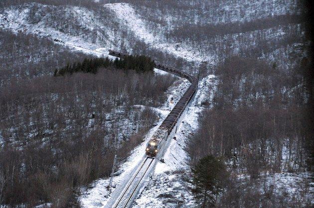 Vi er selvsagt ikke mot dobbeltsporet på Ofotbanen eller elektrisk drift på Nordlandsbanen. Og vi er langt fra motstandere av svensk-norsk grense-kryssende samarbeid. Men vi må starte midt i Nord-Norge av åpenbare grunner