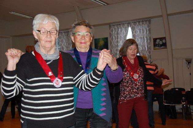 Det svinges på Lidskjalv hver torsdag formiddag. Over nyttår blir det arrangert nybegynnerkurs for nye seniordansere.
