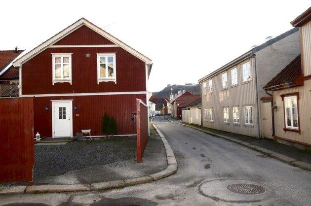 BANKEN: Kulturvandringen gikk til Banken der selve bomiljøet er bevart, selv om mange av husene er av nyere dato, skriver Sverre Stang.
